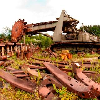 Energie-Erlebnispark-Zangtal: Schaufelradbagger Leopold mit Bergbau-Relikten