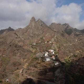 Blick auf den schönen Ort Afur