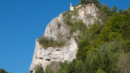Felssporn mit den Resten der Ruine Hausen