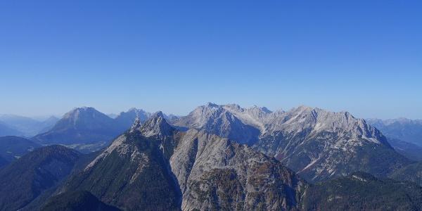 Blick zur Arnspitzgruppe und ins Wetterstein
