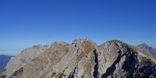 Jenseits der Rotwandlspitze locken die Gipfel der Nördlichen Karwendelkette