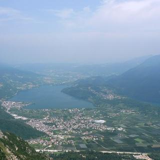 Veduta sui laghi di Caldonazzo e Levico nell'Alta Valsugana