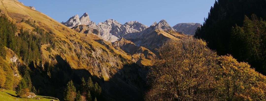 Blick auf Trettachspitze, Mädelegabel, Hochfrottspitze, Östlichen und Westlichen Berg der guten Hoffnung und Bockkarkopf