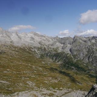 Ausblick auf die Dreitausender der Bergeller Alpen, darunter Piz Badile, Pizzo Cengalo und Pizzi Gemelli