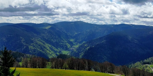 Blick vom Schauinslandturm Richtung Feldberg
