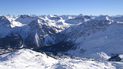 Aussicht vom Weisshorn, weit unten Arosa.