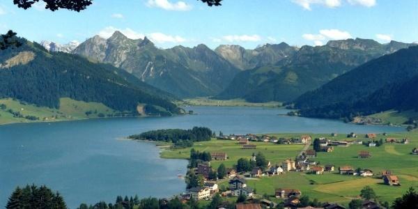 Sihlsee mit umliegenden Bergen