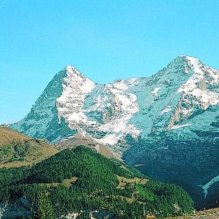 Blick übers Lauterbrunnental zu Wengernalp