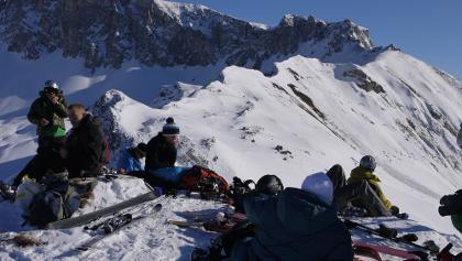 Gipfelfoto mit Blick gegen das Rätschenhorn