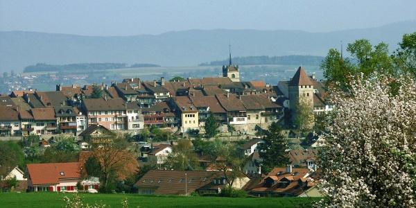 vor Oleyres: Blick zurück auf Avenches