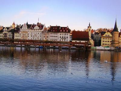 Luzern: Altstadt früh am Morgen