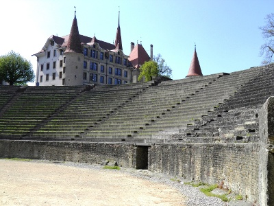 Avenches: Amphitheater und Schloss