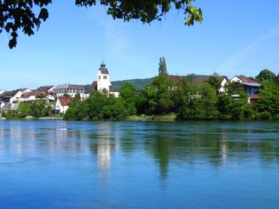 Blick ausgangs Rheinfelden auf Warmbach (D)