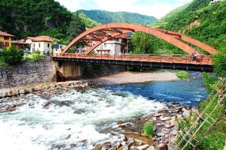 Brücke über den Fluss Avisio