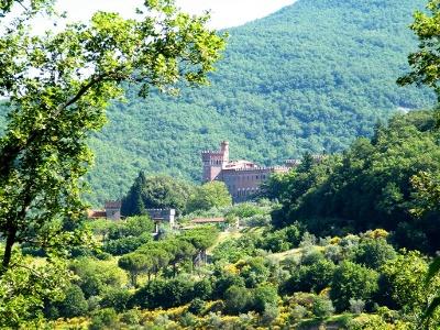 Aufstieg zum Schloss Valenzano