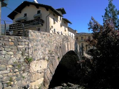 römische Brücke ausgangs Aosta