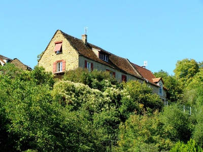 Haus bei Taizé auf Felshügel