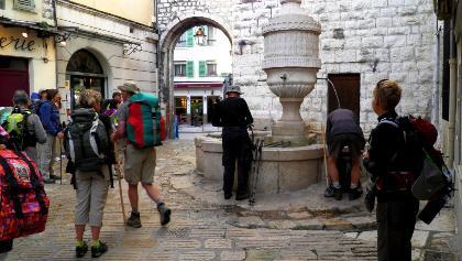Vence: Brunnen und Porte du Pexra