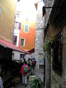 Abmarsch durch die Altstadt von Vence