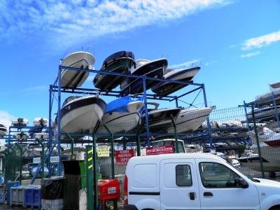 La Siagne: Hochregallager für Boote