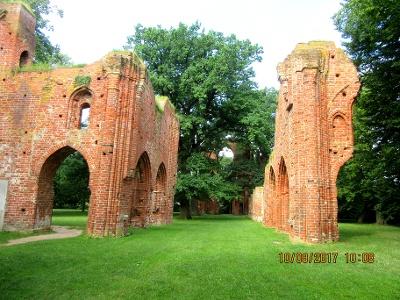Teile der Klosterruine Eldena