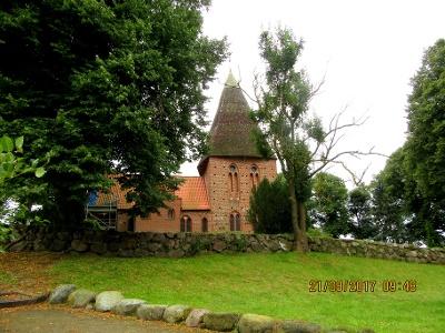 Dorfkirche Börzow auf dem Weg nach Schönberg