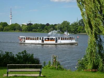 Die weiße Flotte. Öffentlicher Verkehr in Hamburg