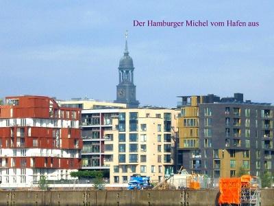 Hamburg: Michaelis-Kirche vom Hafen aus