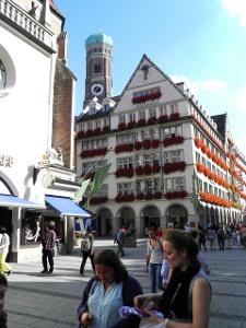 München:Fussgängerzone und Dom