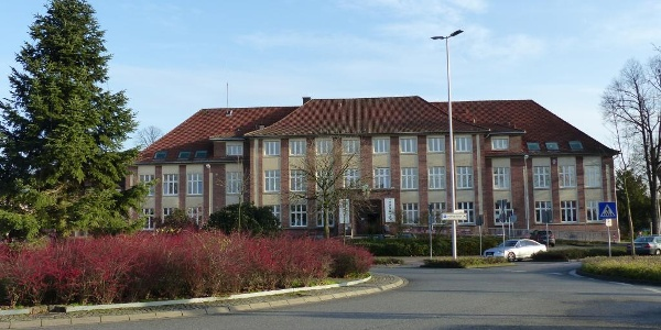 Altes Rathaus, beherbergt heute das Jugendzentrum ka-LIBER und die Musikschule