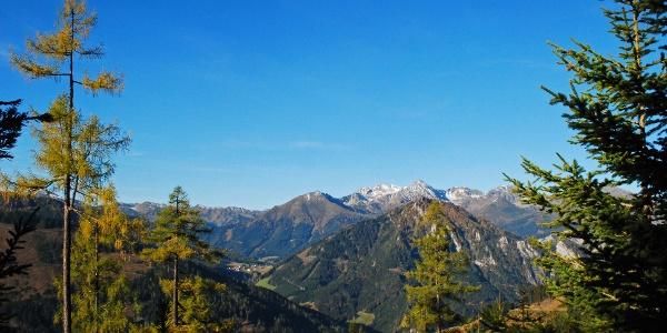 Blick vom Aufstieg aufs Vöttleck in Richtung Hohentauern und Großer Bösenstein