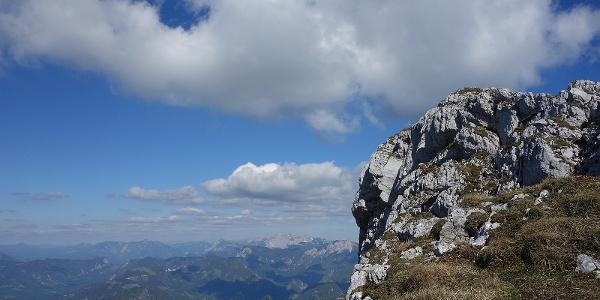 Das Gipfelkreuz taucht auf...