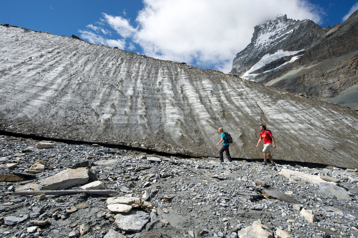 Theme trail runs close to the glacier