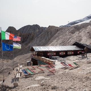 Rifugio Ghiacciaio Marmolada 2700 m