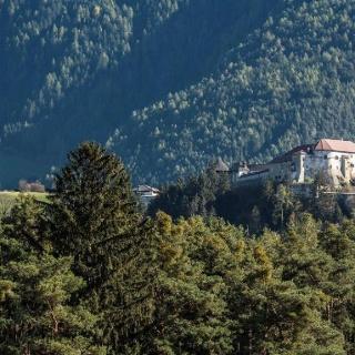 Blick auf Schloss Rodenegg