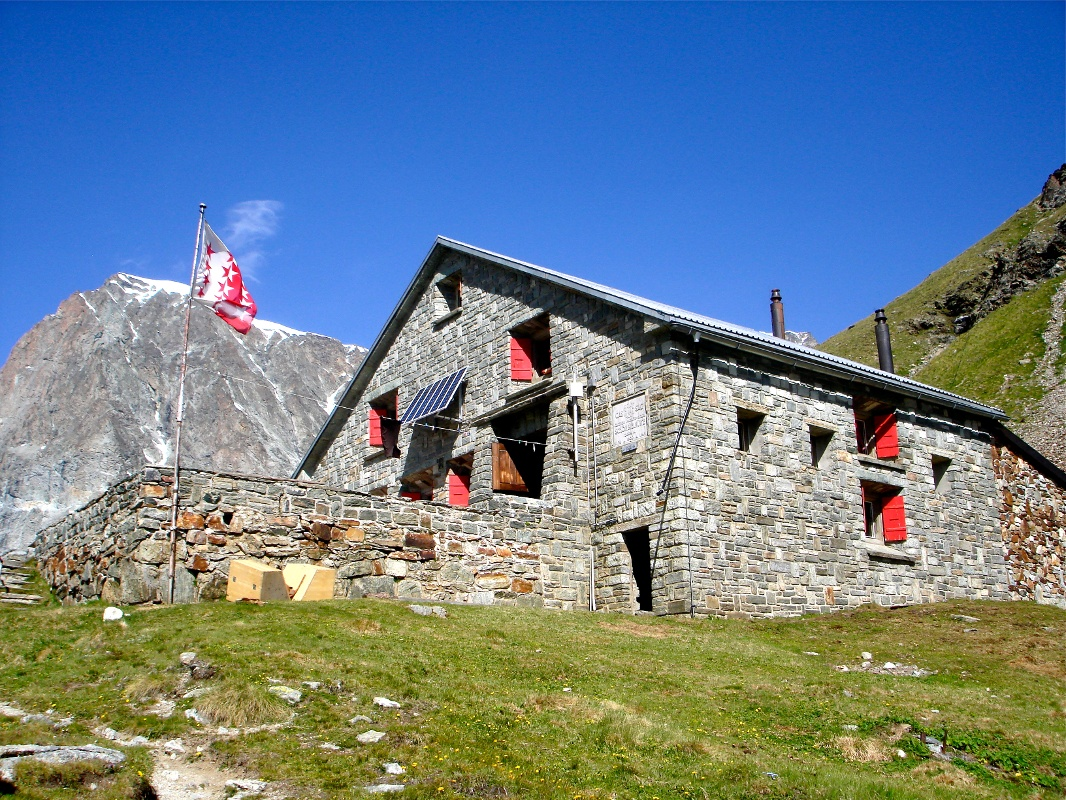 Schönbiel hut (2,694 m), run by the Swiss Alpine Club (SAC)