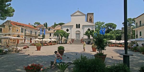 Auf der Piazza del Duomo in Ravello