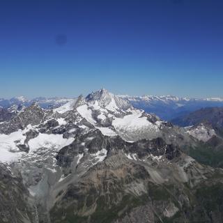 Blick vom Matterhorn auf Obergabelhorn, Zinalrothorn (Mitte) und Weißhorn