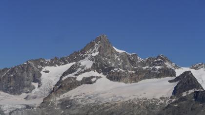 Das Zinalrothorn und der von links nach rechts verlaufende Rothorngrat