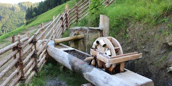 Quelle mit Wasserrad