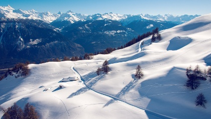 View on the winter hike from Crans to Aminona