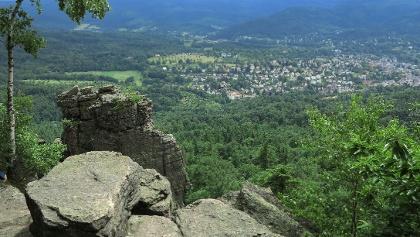 Blick von den Battertfelsen auf Baden-Baden.