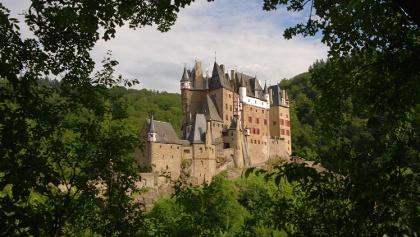 01 Burg Eltz Westseite