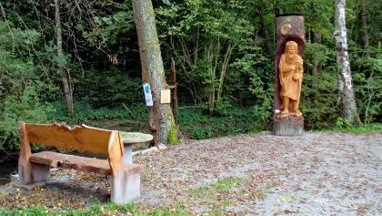 Leimbach, Brunnisach: Rastplatz mit Jakobusstatue