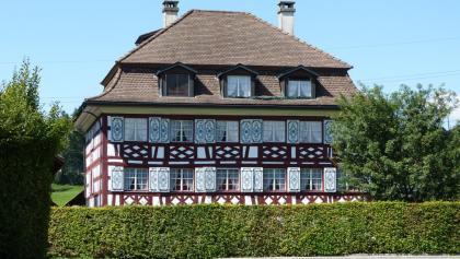 Wohnhaus Bollsteg. Herrschaftlicher Bau aus dem 18. Jahrhundert, einst Sitz von Baron Theodor von Hornstein.