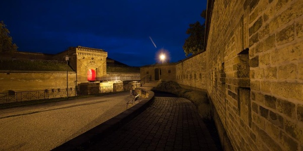 Teile der Germersheimer Festung bei Nacht