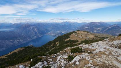 Blick vom Monte Altissimo di Nago auf den Gardasee