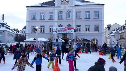 Eislaufspaß auf dem Schneeberger Marktplatz