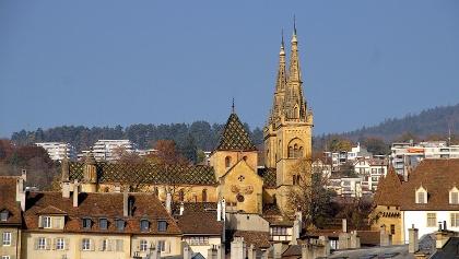 Stadtsilhouette von Neuchâtel mit Stiftskirche.