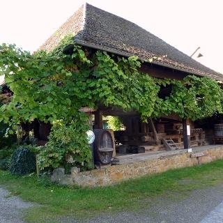 Weinort Grunern Historische Weinpresse